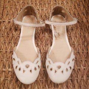 White Nine West dress shoe size 2